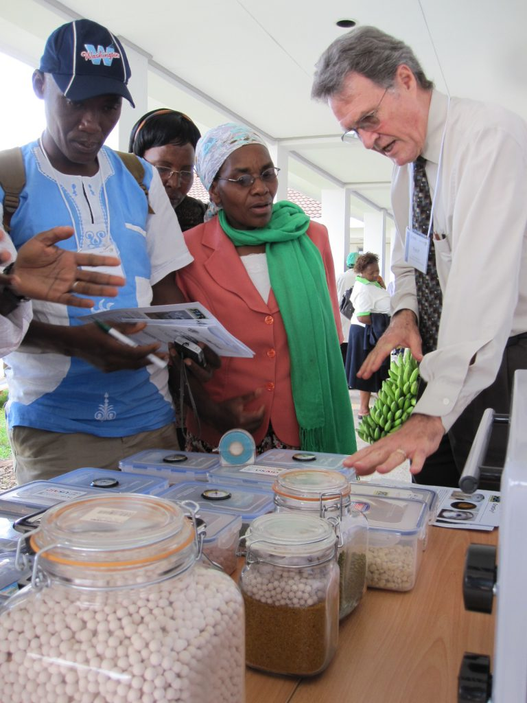 Kent Bradford discusses drying beads to save horticultural seed with scientists and entrepreneurs at a meeting in Kenya held by the Horticulture Innovation Lab.