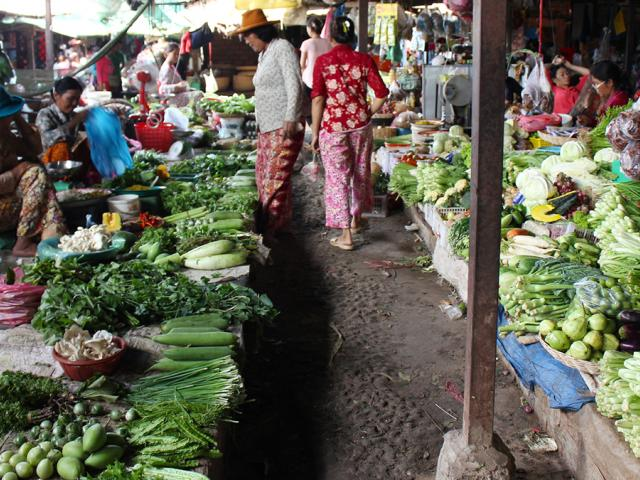 Women buying and selling vegetables in Cambodia