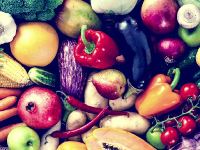 Fruits and vegetables - carrots, peppers, eggplant, pears, pomegranates, tomatoes, broccoli, mushrooms, garlic, pumpkin, cabbage, lettuce